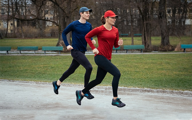 Two runners running through the rain