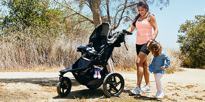Anel with her stroller and her child