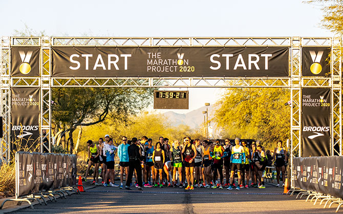 Runners lined up at the start line.