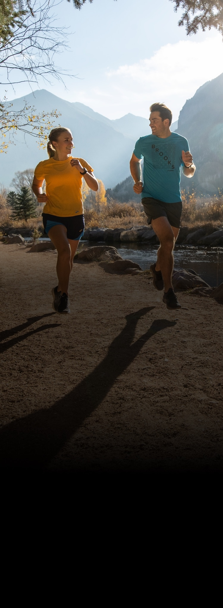 Two runnerse on a trail