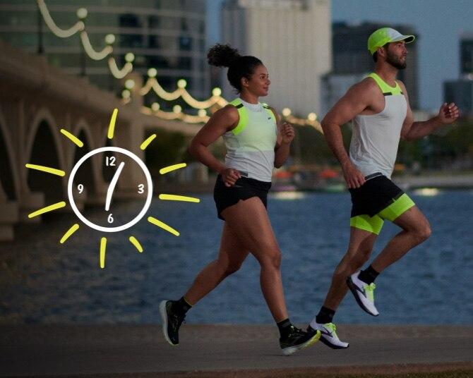 Deux runners qui courent avec la collection Run Visible