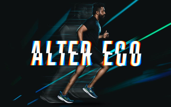 Un homme qui court avec la Levitate5 devant un fond noir avec des éclairs de lumière bleu fluo et vert fluo. Devant l'homme se trouvent les mots «alter ego».