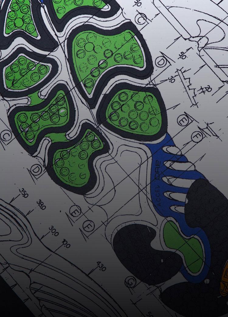 Eine Skizze von einer Schuhsohle auf Millimeterpapier